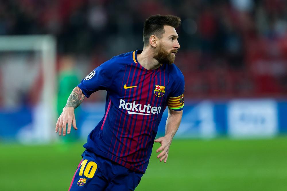 Lionel Messi mit der Nummer 10 im FC Barcelona Trikot (Foto Shutterstock)