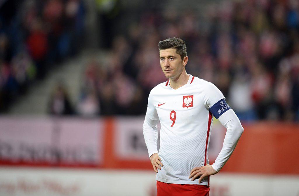 Robert Lewandowski mit der Nummer 9 im polnischen WM Trikot 2014 (Foto Shutterstock)